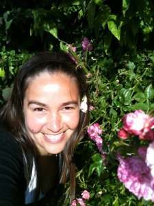 Cecilia con flores